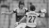 Aussies smash England in T20 final