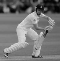 Knight battles to keep England afloat