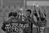 Sri Lanka bowl after 40-minute delay
